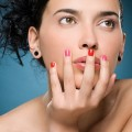 看指甲知健康 勿涂劣质指甲油